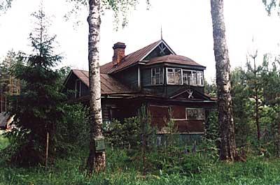 Дом Сидоровых в Вырице: пр. Ленина, 54. 2002 г. Фото И.В. Попова