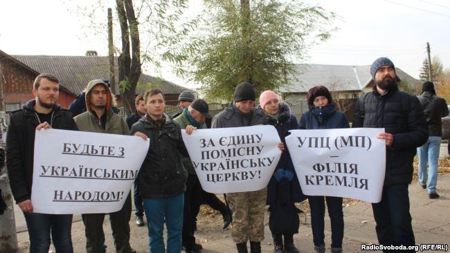 Группки «сторонников томоса» продолжают проводить свои акции в епархиях УПЦ