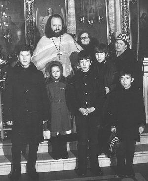Отец Валериан с тещей Еленой Владимировной, с матушкой Наталией Константиновной и с детьми