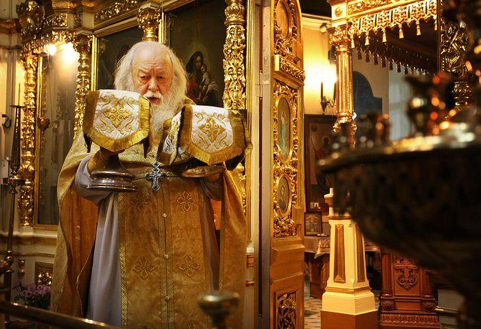 Протоиерей Валериан Кречетов. Служение литургии