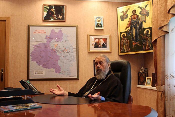 Владыка Алексий в своем кабинете в Тульском епархиальном управлении