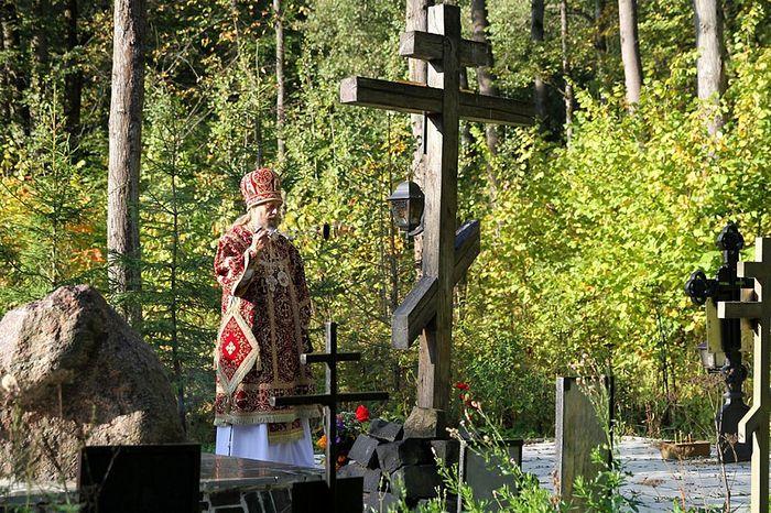 Владыка Алексий в Тесницком лесу