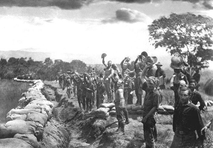 Американские солдаты после сдачи Сантьяго-де-Куба. Куба, 1898