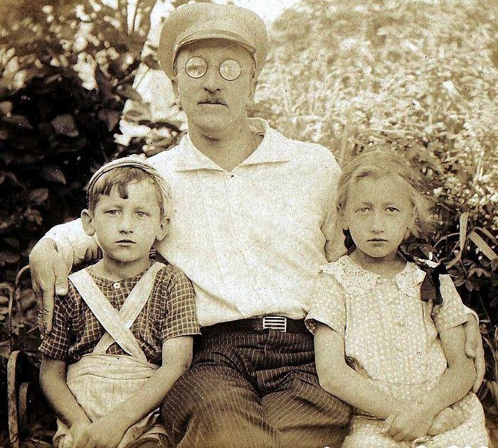 Борис Малышев с детьми Модестом и Ольгой