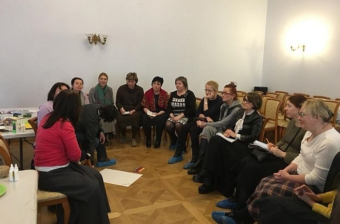 На конференции проводился мастер-класс по по коррекции детско-родительских отношений в семьях с приемными детьми