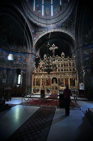 Внутри храма в монастыре св. Троицы