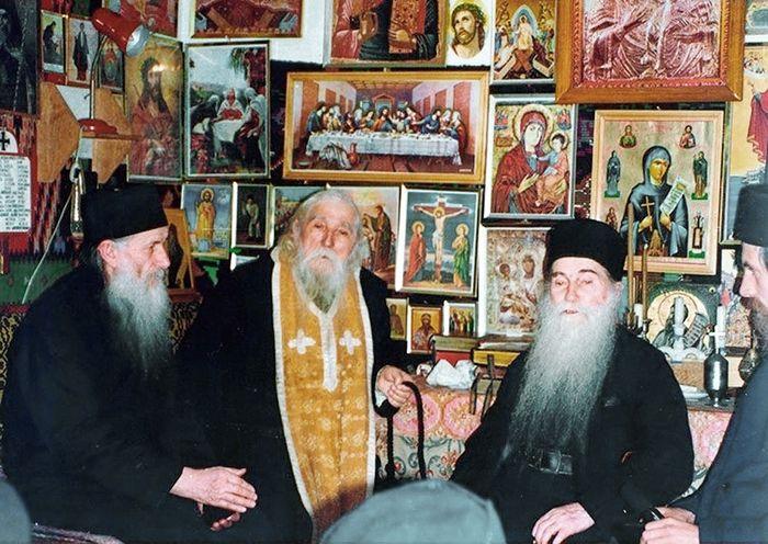 Старцы Иоанникий (Бэлан), Клеопа (Илие) и Арсений (Папачок)