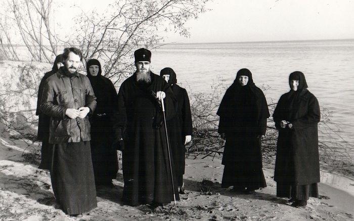 Отец Олег Врона и архиепископ Алексий (Ридигер) на берегу Чудского озера