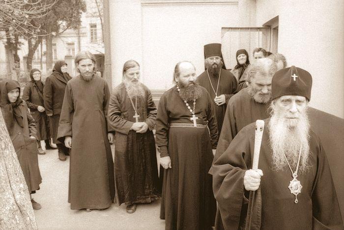 Тбилиси. У храма святого благоверного князя Александра Невского