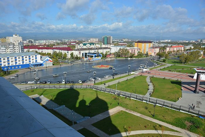 A view of Yuzhno-Sakhalinsk from the cathedral's roof. Photo by Anton Pospelov / Pravoslavie.ru.