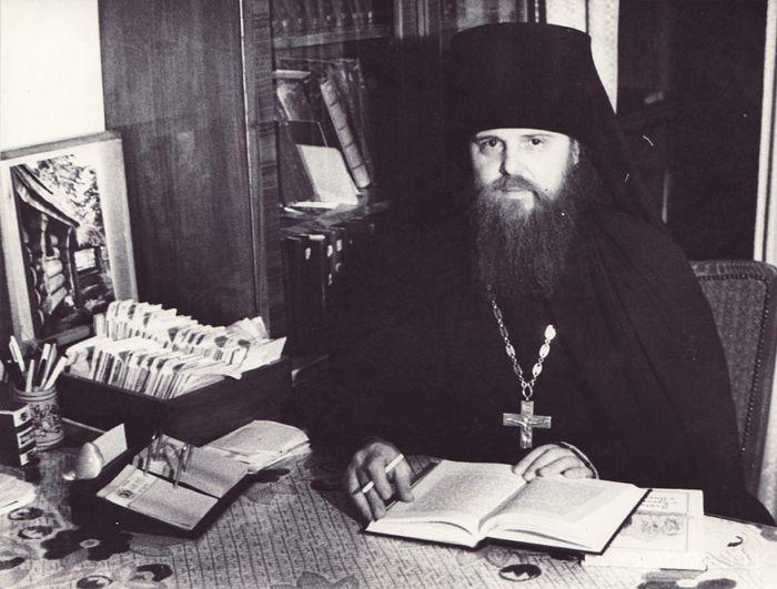 Будущий наместник Оптиной пустыни архимандрит Венедикт в библиотеке Троице-Сергиевой лавры