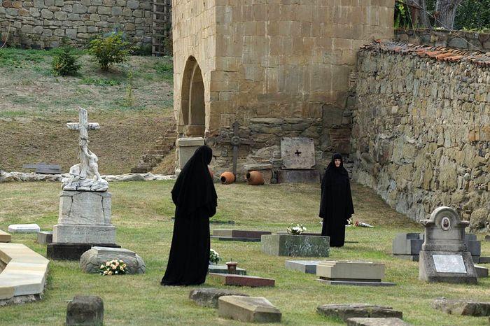 Монастырское кладбище