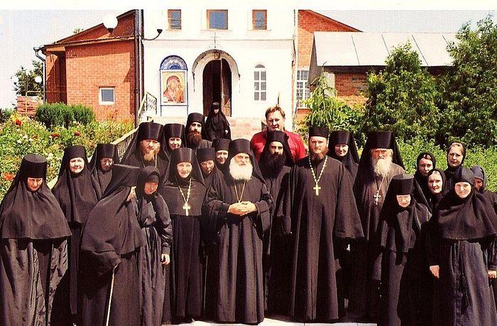 На фото: приезд игумена Ватопедского монастыря архимандрита Ефрема, афонская икона Божией Матери «Отрада и Утешение».