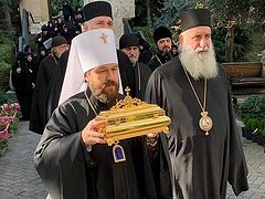 Relics of canonized Georgian abbess who labored in Russia gifted to Georgian Orthodox Church