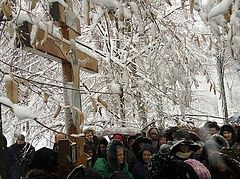 Ukrainian faithful brave cold, snow to pray for non-interference of state in Church affairs outside parliament (+ VIDEO)