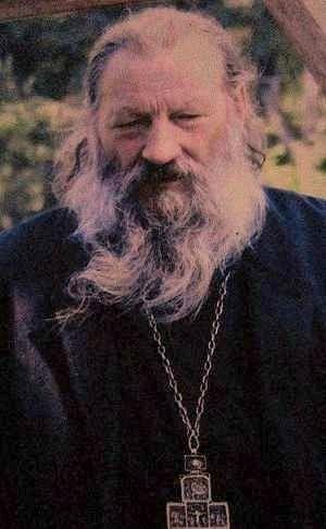 На фото: отец Кенсорин (Федоров), современный снимок