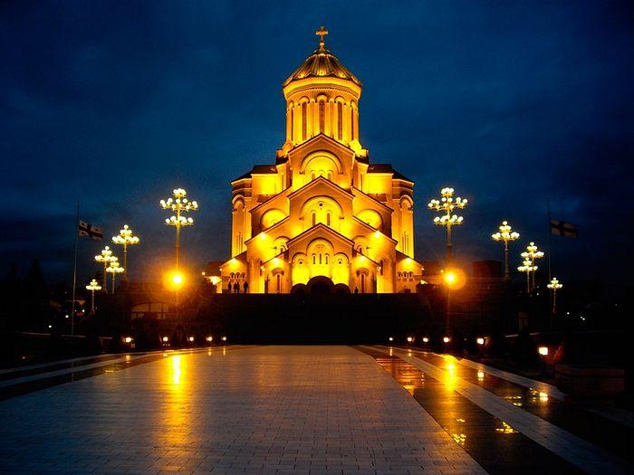 Holy Trinity Cathedral, Tbilisi. Photo: cdn.mygeotrip.com