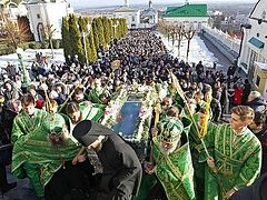 Thousands gather at persecuted Pochaev Lavra to celebrate great local saint