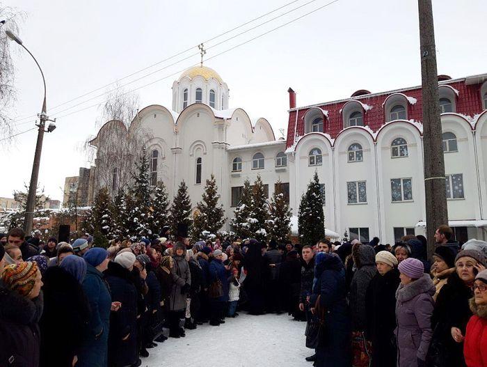 Встреча архиерея на подворье Крестовоздвиженского храма 18 декабря 2018 г. Православные винничане назвали приезд архиепископа Варсонофия «зимней Пасхой»