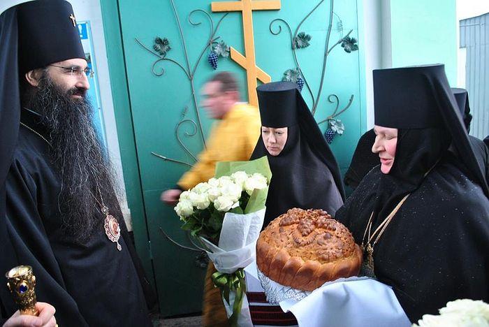 Встреча у святых врат обители