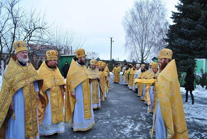 На праздник обители прибыло многочисленное духовенство епархии