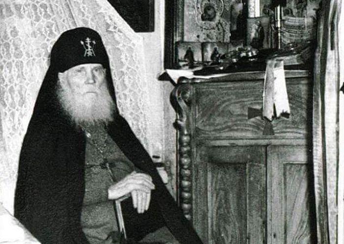 Старац Симеон (Желнин; 1869-1962) у својој келији. Данас је прослављен у збору преподобних
