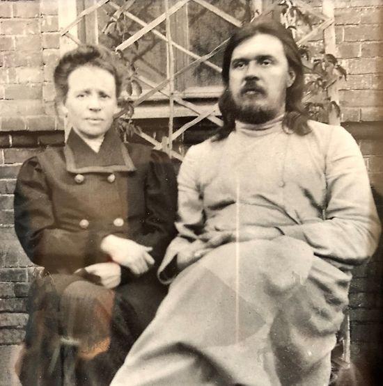 Дедушка и бабушка отца Андрея: протоиерей Александр и Анна Папковы