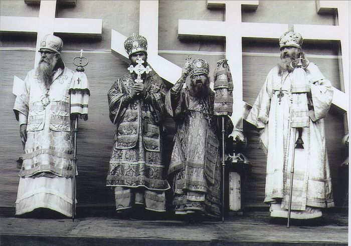 Слева направо: епископ Савва (Сарачевич), святитель Филарет (Вознесенский), святитель Иоанн Шанхайский, епископ Нектарий (Концевич)