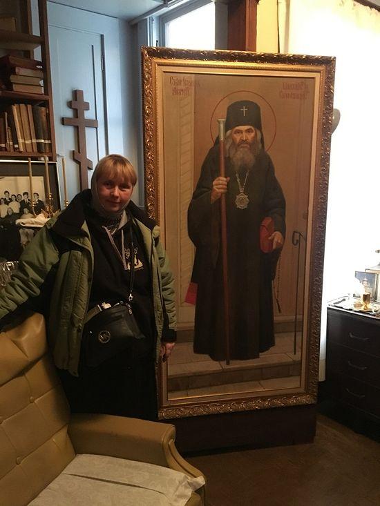 В келье святителя Иоанна Шанхайского у портрета кисти протоиерея Николая Папкова