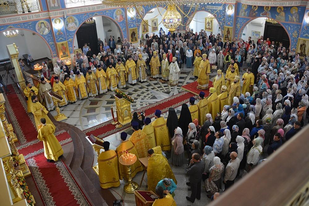 Торжественная литургия в день 25-летия Южно-Сахалинской епархии