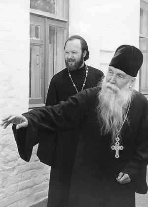 О. Сергий Орлов и о. Валериан Кречетов в Акулове, 1974 г