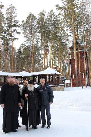 О. Валериан Кречетов, о. Максим Миняйло и р.Б. Рафаил (справа) в монастыре Царственных страстотерпцев на Ганиной яме
