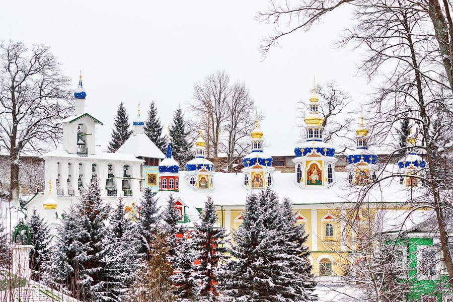 В Псковской митрополии пояснили ограничения на проведение экскурсий по Псково-Печорскому монастырю