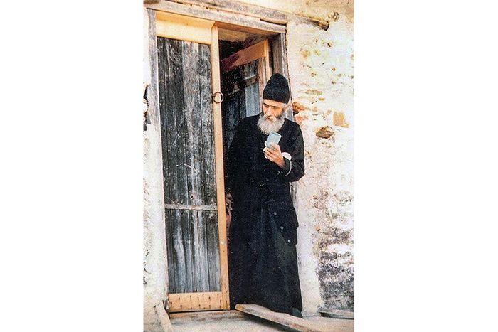 Все хозяйство старца Паисия состояло из консервной банки и ложки