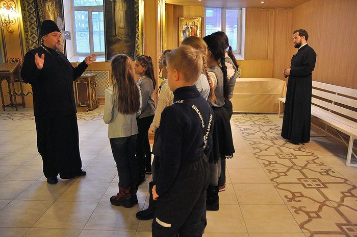 Экскурсия для школьников в домовом храме в честь Рождества Иоанна Предтечи. Фото: Денис Кожевников/ТАСС