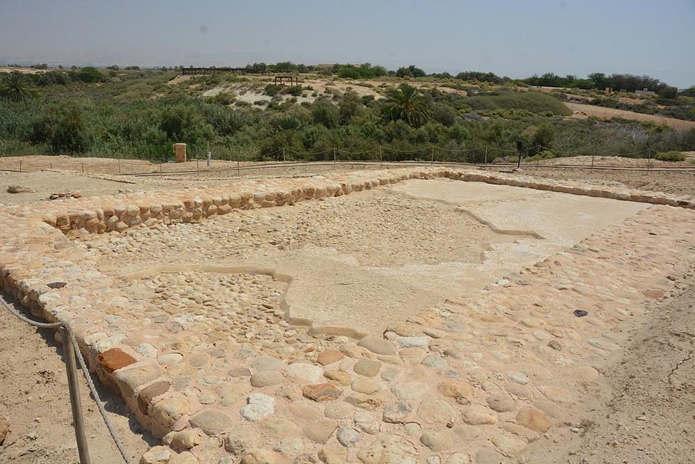 Молитвенный зал IV в. с напольными мозаиками