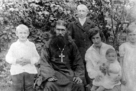 Отец Платон с семьей