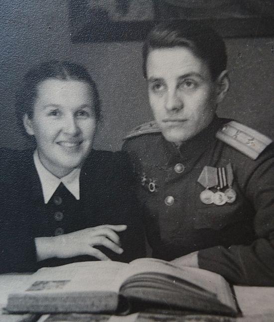 Людмила Воздвиженская с мужем. Берлин, 1945 г.