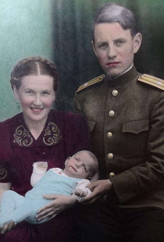 1946 г Майнинген. С мужем Алексеем Михайловичем Шаповаловым и дочерью Софией