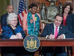 В штате Нью-Йорк закон разрешил аборты вплоть до родов