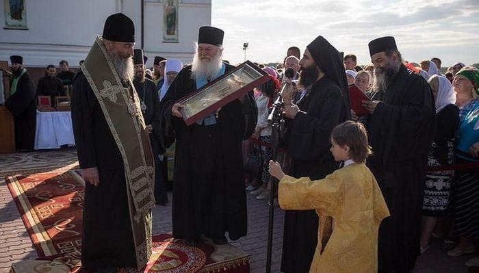 Fr. Ephraim with His Beatitude Metropolitan Onuphry of Kiev and All Ukraine at St. Anastasia Convent in Kovalevka, 2017. Photo: spzh.news