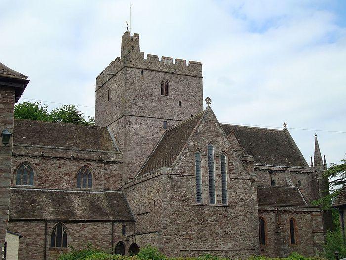 Брекнокский кафедральный собор Св. Иоанна Богослова в Уэльсе