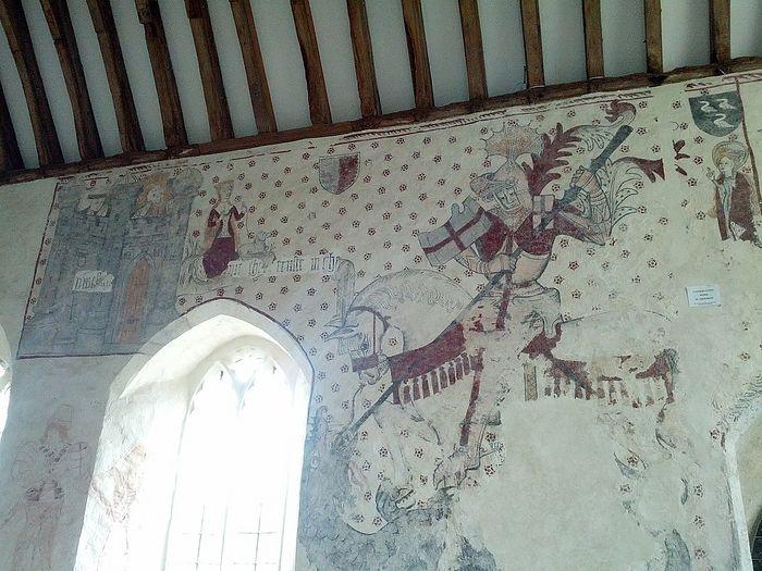 Древнее изображение св. Георгия Победоносца на стене в церкви св. Кадока в Лланкарване