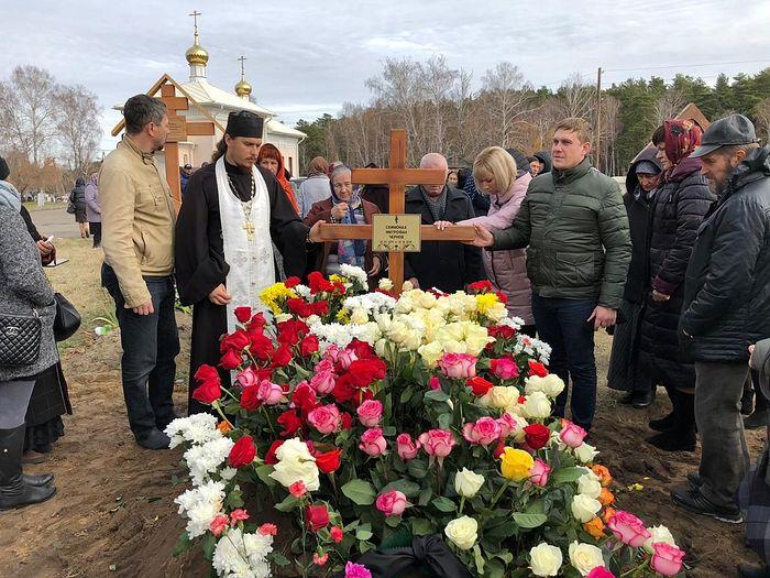 На могиле схимонаха Митрофана (Чернова)
