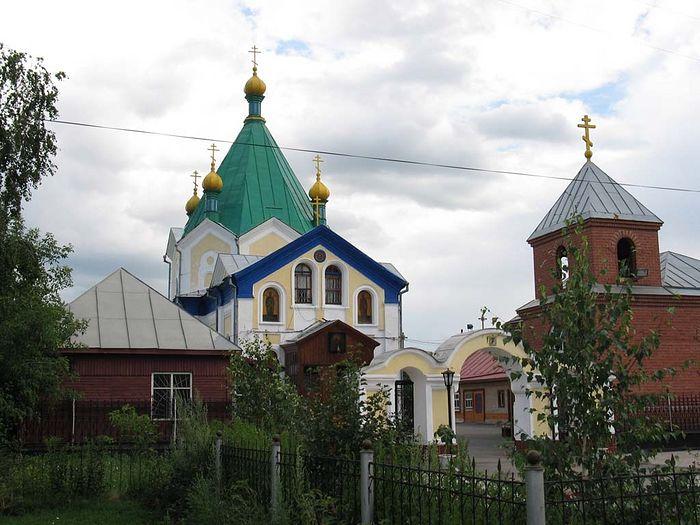 Храм Всех Святых – единственная церковь, которая никогда не закрывалась в Петропавловске. Алтарь здесь сохранился в первоначальном виде, включая множество старинных икон