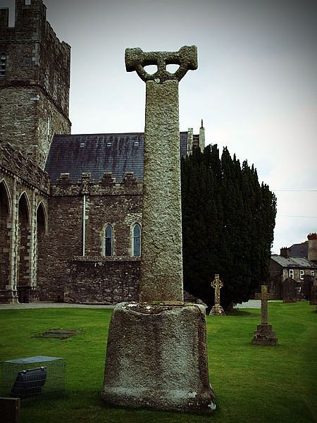 High Cross near Kildare Cathedral (Commons.wikimedia.org)