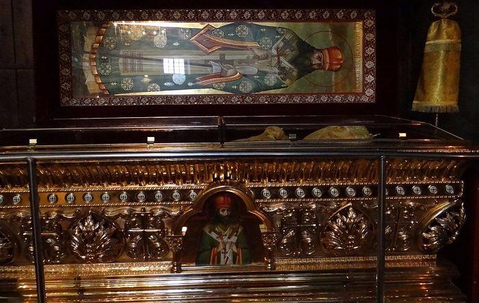 Рака с мощами святителя Феодосия Черниговского