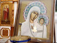 18 icons streaming myrrh in Astrakhan village church