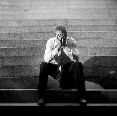 Стоит ли несчастному человеку поднимать свою самооценку?