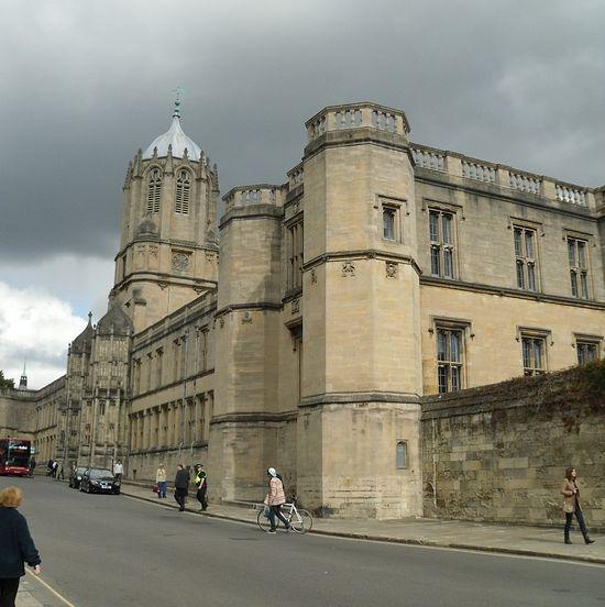 Башня Том-Тауэр колледжа Крайст-Черч в Оксфорде (фото Ирины Лапа)